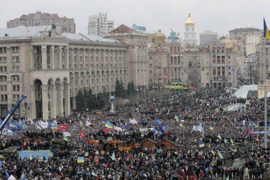 Ucraina, în pragul unei REVOLUŢII. Zeci de mii de protestatari au manifestat în Piaţa Independenţei din Kiev