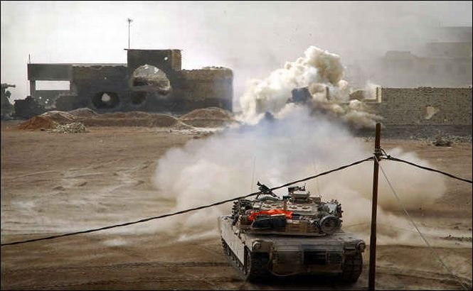 Irak. Mii de locuitori din Fallujah fug din oraşul devenit un câmp de luptă