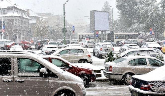 Ninsoarea pune stăpânire pe jumătatea de sud a României. Vremea se va înrăutăţi în toată ţara