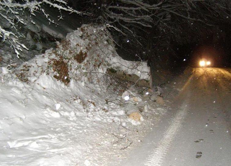 Drumuri judeţene închise circulaţiei în Bacău, în urma avertizării de COD GALBEN