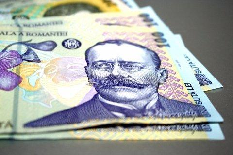 SONDAJ: Un sfert dintre români rămân fără bani după ce achită cheltuielile de bază