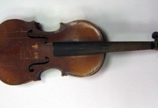 Autorităţile din Wisconsin au pus sub acuzare 2 americani pentru furtul unei viori Stradivarius