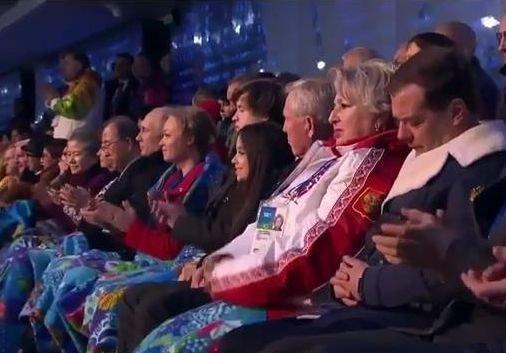 Premierul Rusiei, IRONIZAT pentru că ar fi adormit în timpul ceremoniei de deschidere a JO