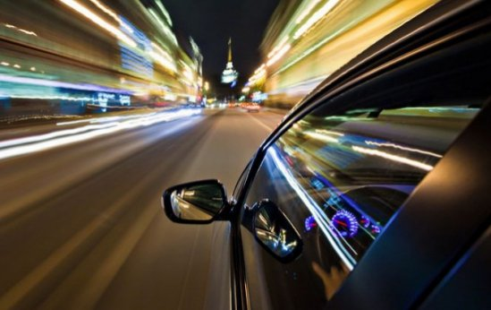 Inconştienţă la volan. Un tânăr a fost prins circulând cu 226 km/h pe Autostrada Transilvania