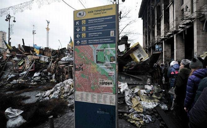 Kievul post-Yanukovych. A început demolarea baricadelor, iar circulaţia metroului a fost reluată