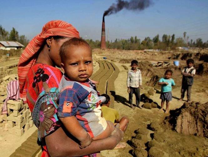 Secetă în Pakistan: Peste 120 de copii au murit din cauza subnutriţiei