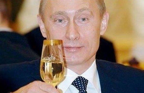 """Miliarde de dolari dintr-un ajutor al UE, SUA şi FMI pentru Ucraina vor ajunge în """"cuferele"""" preşedintului rus Vladimir Putin"""