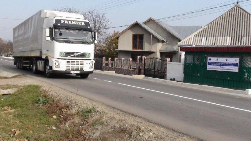 (P) În nordul Moldovei, drumul judeţean 208, reabilitat prin Regio, va aduce creştere economică