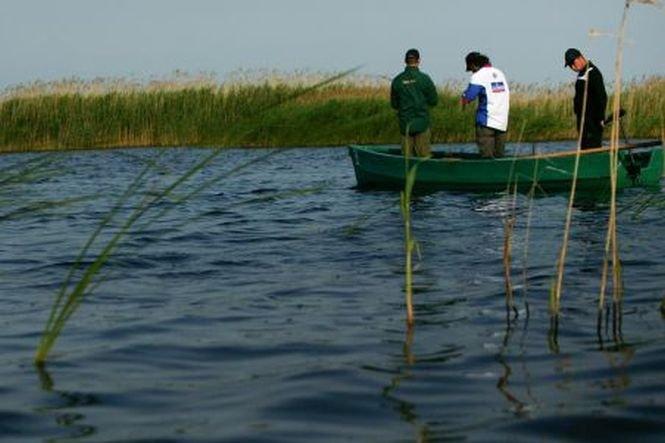 Doi pescari care se rătăciseră în largul Mării Negre au fost recuperaţi de poliţiştii de frontieră
