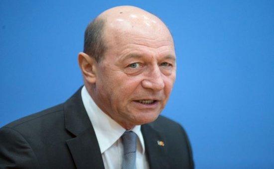 Băsescu: Dacă cineva m-ar ruga să pun ţara pe şine, ca premier, aş face-o, pentru un an, pe contract
