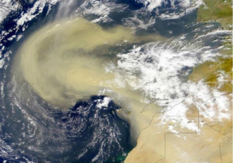 Fenomenul care ar putea acoperi România în weekend. Un val de PRAF SAHARIAN ar ajunge deasupra ţării noastre