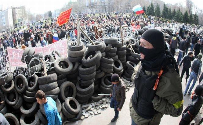 """Protestatarii ruşi au proclamat """"Republica Populară Donetsk"""" şi cer ajutorul Moscovei"""