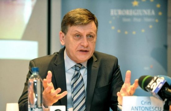 Crin Antonescu: Pregătim moţiunea de cenzură împotriva Guvernului Ponta
