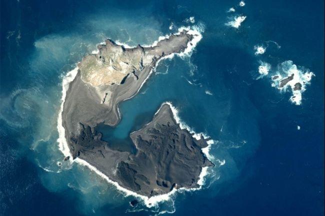 Fenomen SURPRINZĂTOR în Oceanul Pacific. Două INSULE fuzionează