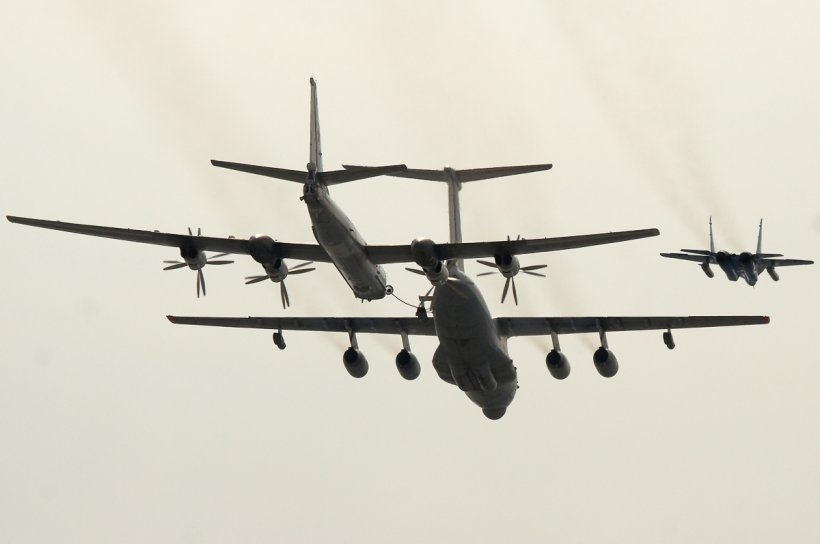 COLIZIUNE evitată în ultima clipă, deasupra Moscovei. Un avion de linie a trecut razant de un bombardier rus