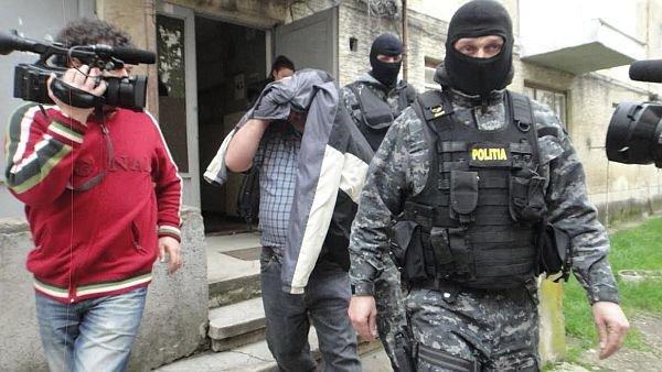 Caz halucinant în România. A postat pe Facebook un mesaj disperat că soţia lui a dispărut, dar i-au găsit osemintele în curtea casei