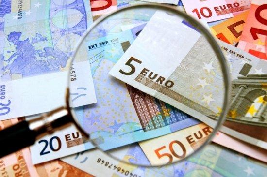 Franţa ÎNGHEAŢĂ ajutoarele sociale şi salariile funcţionarilor publici, pentru reducerea deficitului