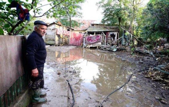 Codul roşu de inundaţii din Teleorman, ridicat. Ponta şi Dragnea au inspectat mai multe zone afectate