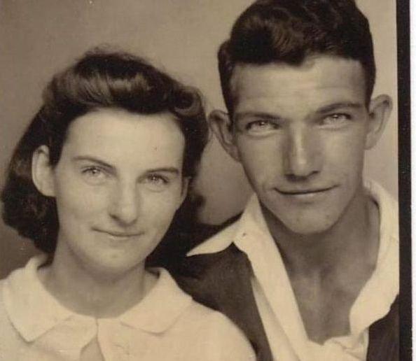 """""""Nu am văzut alţi oameni care să se iubească mai mult"""". Ce s-a întâmplat cu aceşti îndrăgostiţi după 70 de ani de CĂSĂTORIE"""