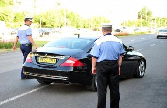 Poliţia Rutieră în acţiune. O razie a oamenilor legii a adus amenzi pe bandă rulantă