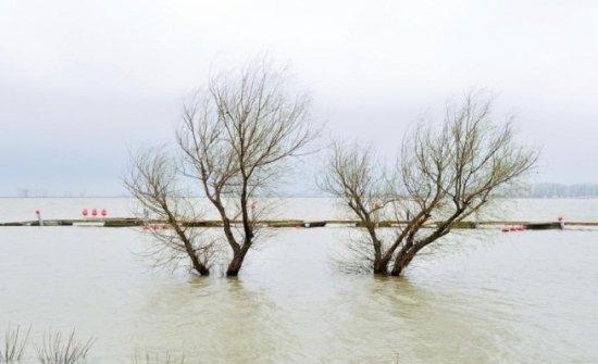 Ponta, în zonele afectate de inundaţii: O să alocăm banii necesari pentru reparaţii