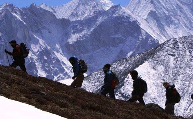 Şerpaşii montani părăsesc Everestul şi lasă alpiniştii pe cont propriu. Sezonul de escaladă este COMPROMIS