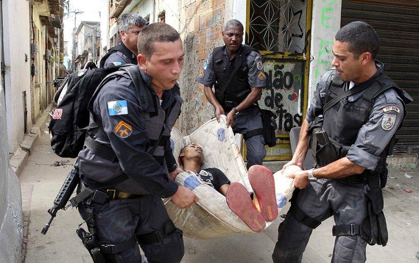 Alertă MAXIMĂ cu mai puţin de 50 de zile înainte Campionatului Mondial din Brazilia. Proteste violente la Rio de Janeiro