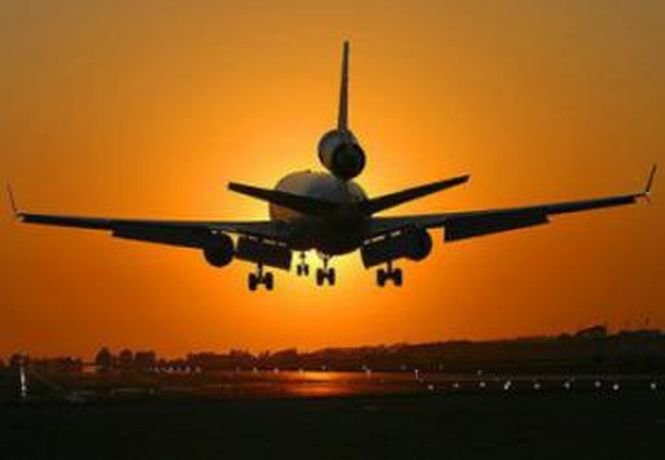 Pasager arestat după ce a încercat să deturneze un avion