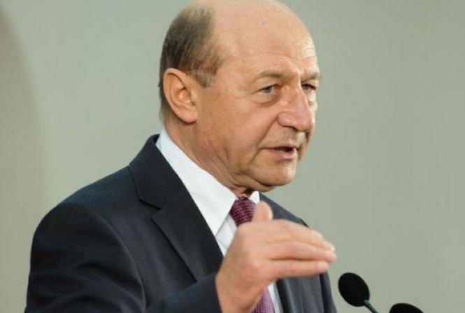 Băsescu: Ambiguitatea legată de adoptarea monedei euro nu face bine României