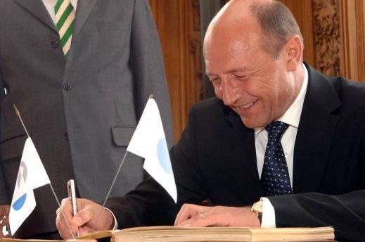 Băsescu, despre petiţia PMP: Probabil şi semnătura mea este falsă