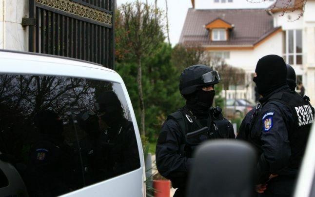 Crimă şocantă în Câmpina. Un fiu şi-a ucis mama cu toporul, apoi a stat două zile cu trupul femeii în casă, încercând să ascundă crima
