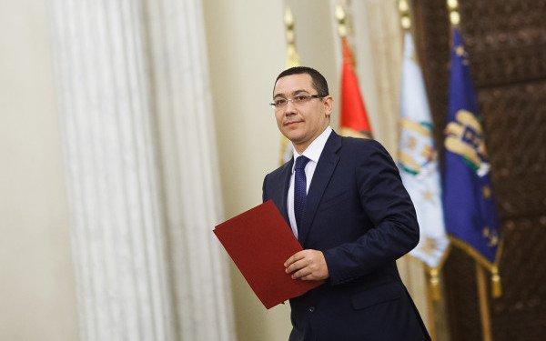 """Ponta, pe Facebook: """"S-au împlinit doi ani de la prima victorie a românilor împotriva regimului Băsescu"""". Ce replică a primit premierul"""