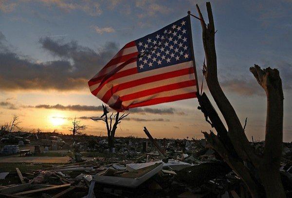 America, DISTRUSĂ de TORNADE. Cel puţin 18 oameni au murit, iar autorităţile au decretat stare de urgenţă
