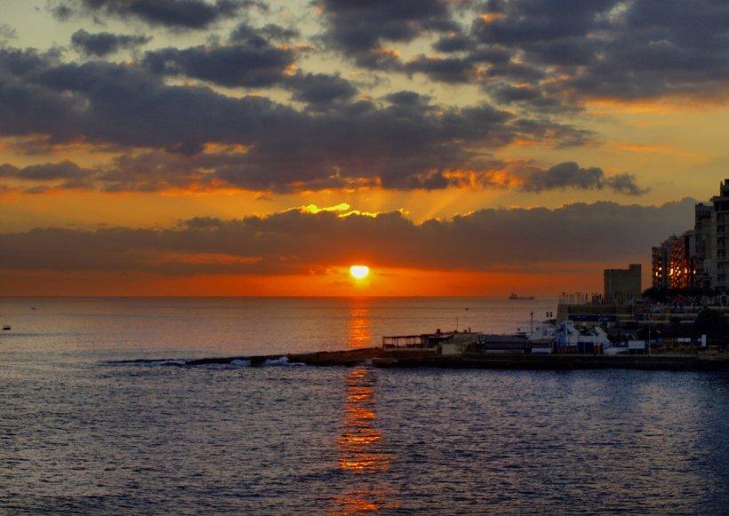 De ce preferă turiștii germani și englezi golful Il Mellieha din Malta