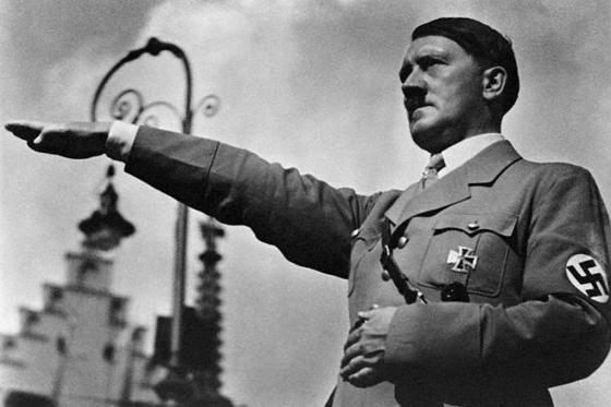 Cum a documentat Eva Braun viaţa privată a lui Adolf Hitler
