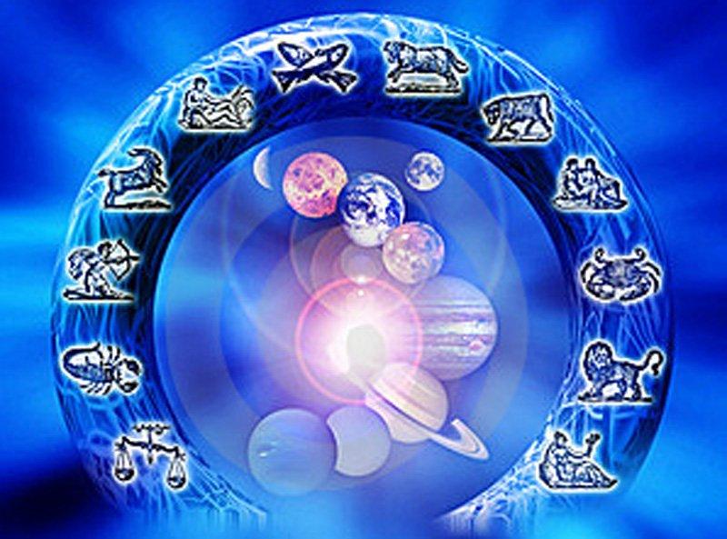 Horoscopul lunii MAI. Cum staţi cu dragostea, banii şi sănătatea în ultima lună de primăvară