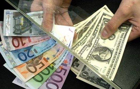 Leul scade în raport cu euro şi dolarul. Vezi cursul BNR