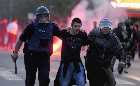 Tensiuni etnice în Macedonia. 6 persoane au fost rănite şi 27 arestate în a doua zi de proteste violente la Skopje