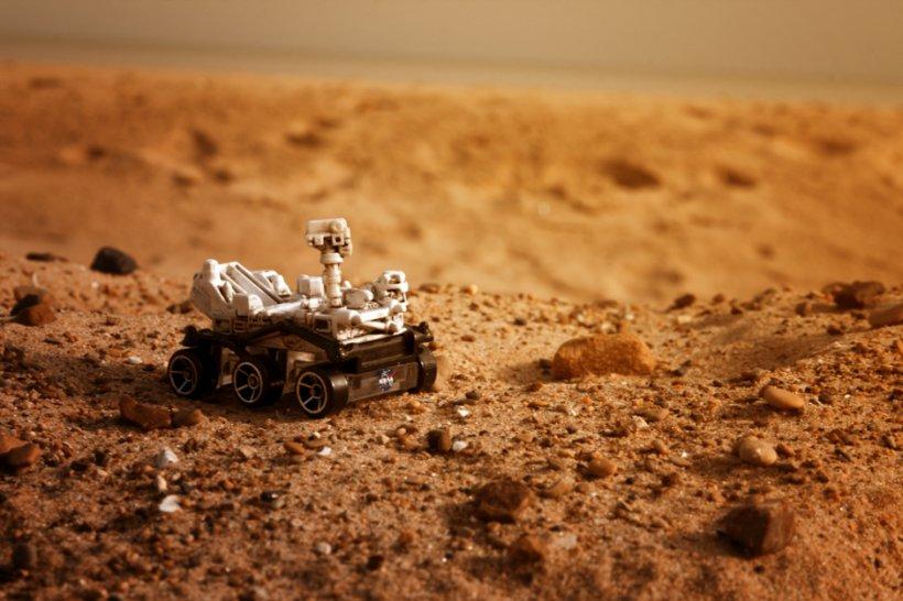 """Veşti de pe Marte. """"Roverul Curiosity a încheiat forarea. Porneşte din nou la drum"""""""