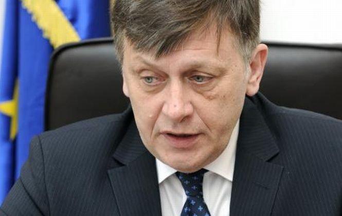 Crin Antonescu propune ca europarlamentarii PNL să adere la grupul PPE din PE