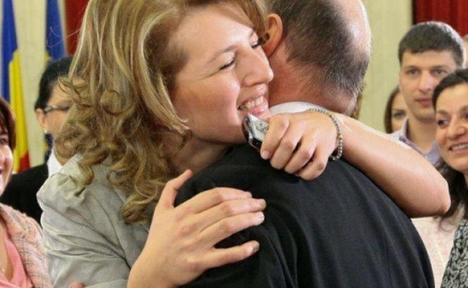 Fiica cea mare a preşedintelui s-a căsătorit în secret. Bani de stat, pentru soţul Ioanei Băsescu