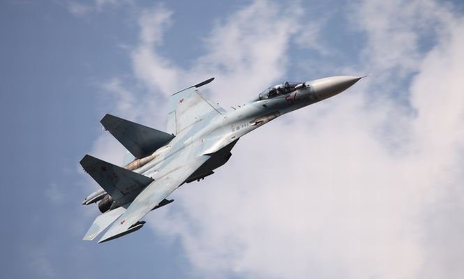 Două avioane militare aparţinând SUA şi Rusiei, la un pas de coliziune. Aeronava rusă a urmărit aparatul american