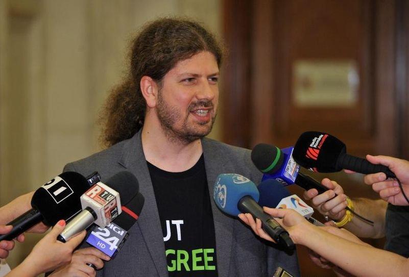 Parteneriatul civil propus de Remus Cernea, respins în plenul Camerei Deputaţilor