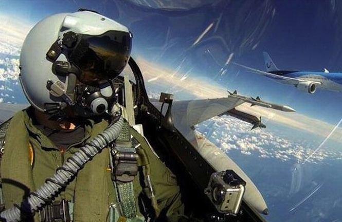 """Probabil cel mai tare """"selfie"""" din lume. Cum s-a pozat pilotul unui avion de luptă"""
