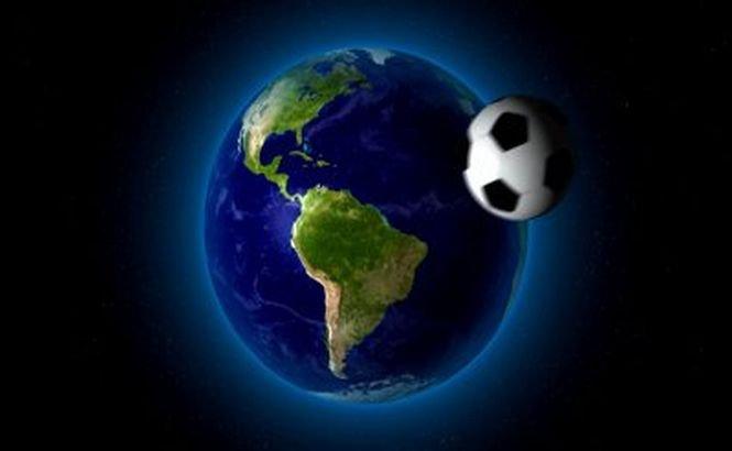 """Fotbal fără gravitaţie. Echipajul de pe SSI marchează începutul CM printr-o """"miuţă"""""""