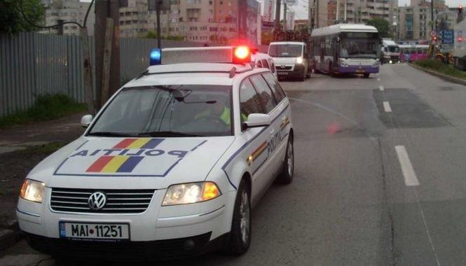Maşină a Poliţiei, implicată într-un accident
