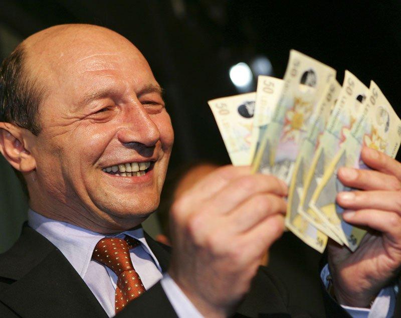 Ştirea despre MITA din familia Băsescu a ajuns şi în China. Ce spun publicaţiile străine despre scandalul din familia prezidenţială
