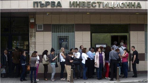 Scandalul băncilor din Bulgaria ar putea fi simţit şi în România. Analiza, făcută de experţii americani