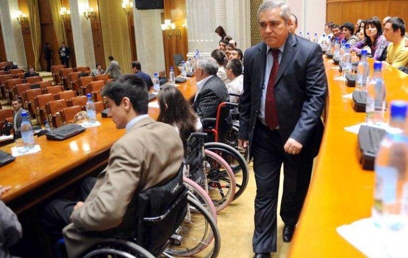 Indemnizaţia pentru persoanele cu handicap, majorată cu 30%. Ministrul Muncii: Urmează să discutăm când va putea fi făcută majorarea
