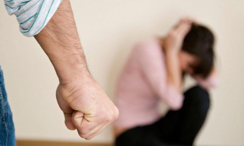 De ce femeile maltratate se intorc la agresorii lor